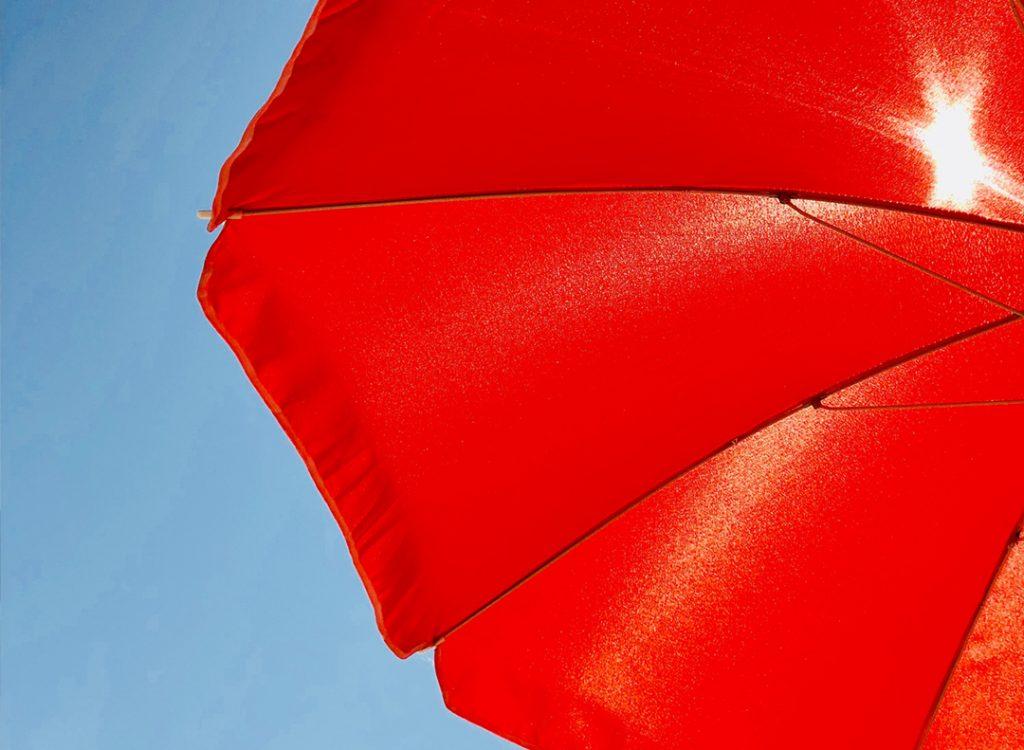 chapeu de sol vermelho