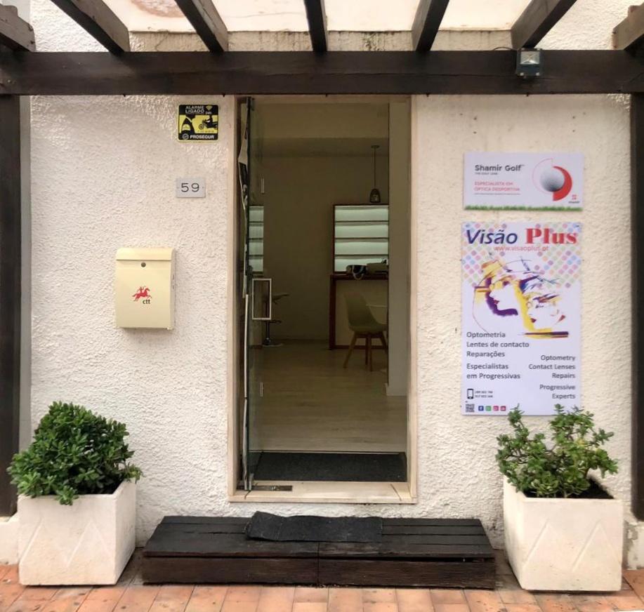 Entrada da nova loja da Visão Plus em Vilamoura, na Marina
